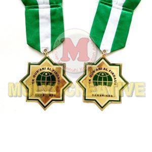 Pesan Medali Wisuda - Medali Kelulusan Desain Custom Bahan Logam Kuningan