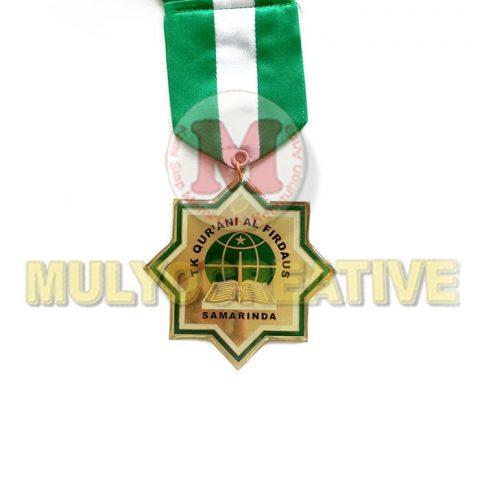 Beli Medali Wisuda - Medali Kelulusan Desain Custom Bahan Logam Kuningan