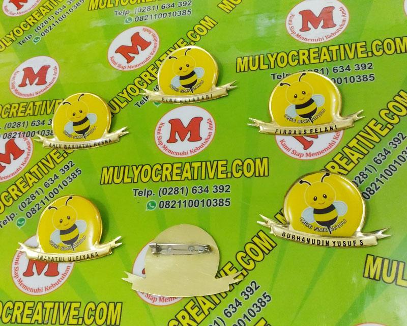 Name Tag desain custom, dari bahan logam kuningan