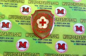 Pin Logo PMI dengan bentuk Perisai