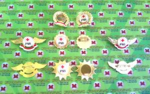 Lencana Pin Logo PMI dari berbagai model, terbuat dari bahan kuningan berkualitas.
