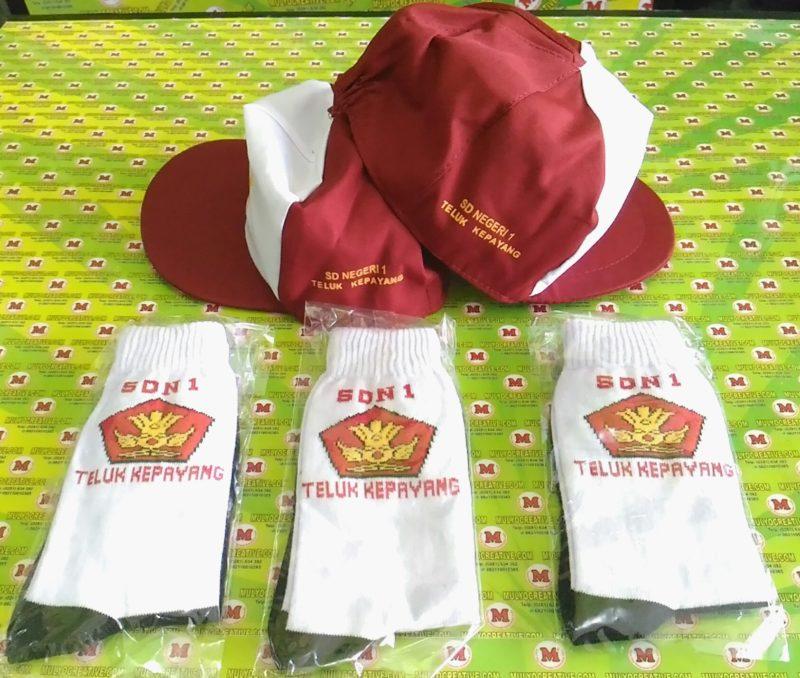Topi dan Kaos Kaki Sekolah SD